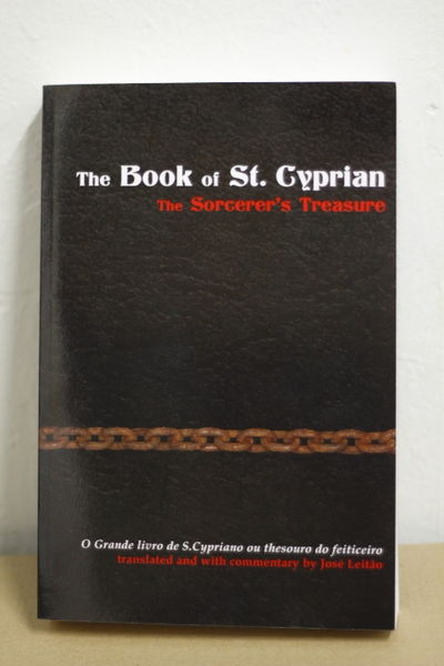 The Book of St. Cyprian: The Sorcerer's Treasure - José Leitão (käytetty)